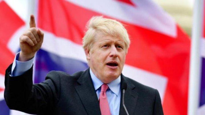 Premierul britanic rămâne în carantină de coronavirus