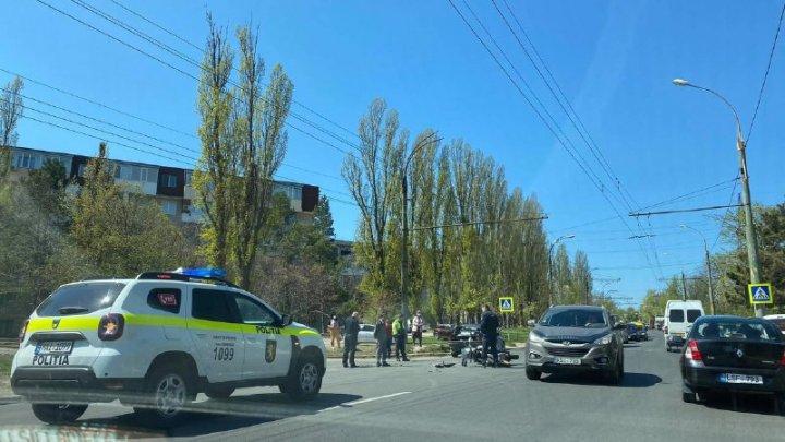 Accident violent în Capitală. Un motociclist a ajuns la spital