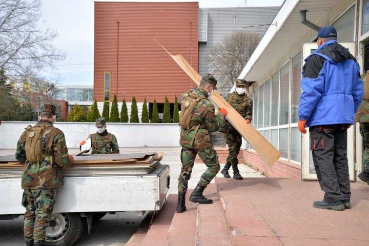 Militarii Armatei Naționale, implicați la amenajarea Centrului COVID-19 Chișinău (FOTO)