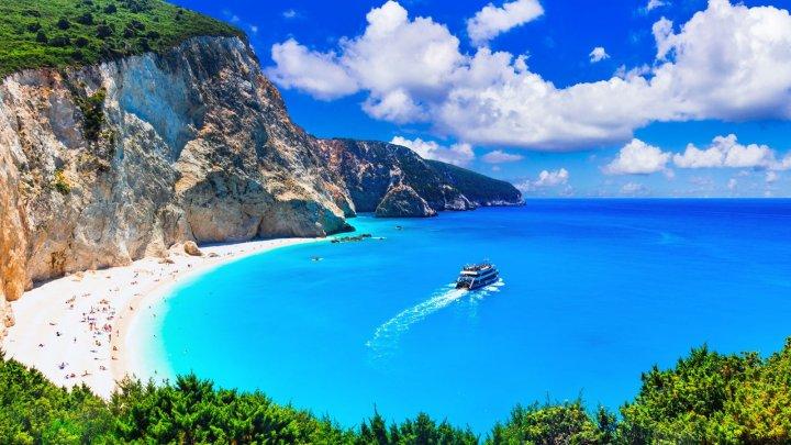 Grecia renunță la carantina obligatorie pentru turiștii din UE şi din alte cinci ţări