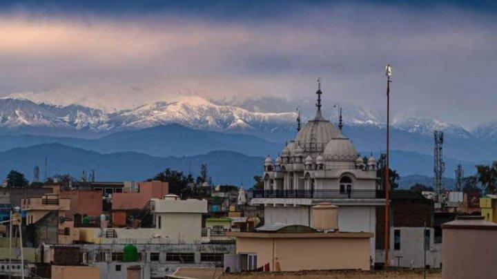 Munții Himalaya se văd din India ca urmare a scăderii poluării (FOTO)
