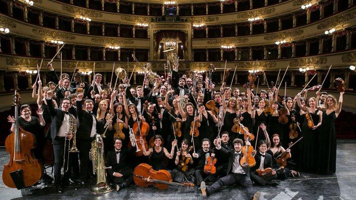 Melodie pentru medici: Orchestra La Scala a interpretat aria Canon de Pachelbel