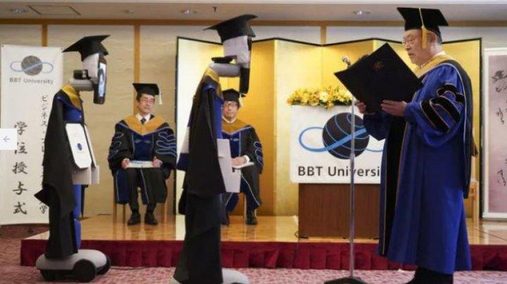 Studenții din Japonia, înlocuiți de roboți la festivitatea de absolvire