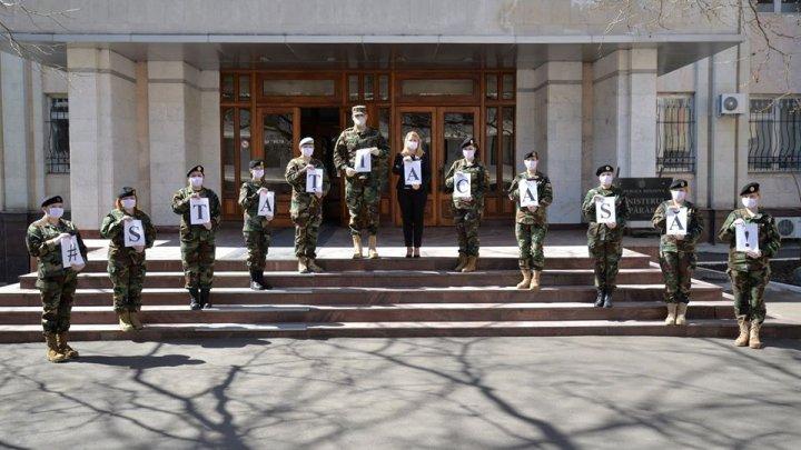 Femeile din Armata Națională au organizat un flashmob în lupta cu COVID-19: Să fim responsabili şi solidari (FOTO)