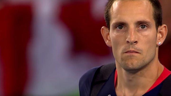 IMPROVIZEAZĂ ÎN AUTOIZOLARE. Renaud Lavillenie a reușit o săritură de 5,61 m în curte
