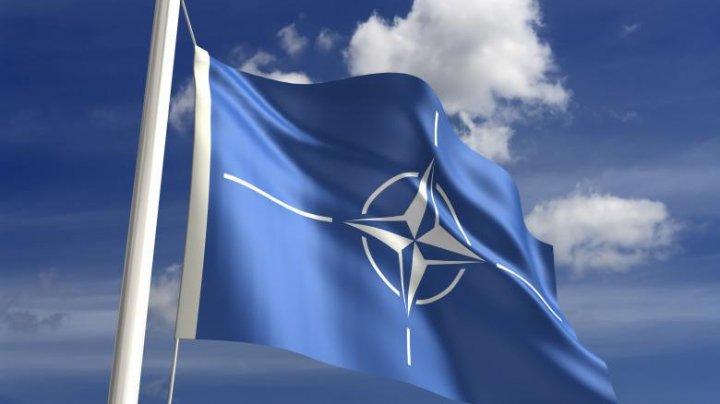 SUA le cer aliaţilor din NATO să nu-şi diminueze cheltuielile militare