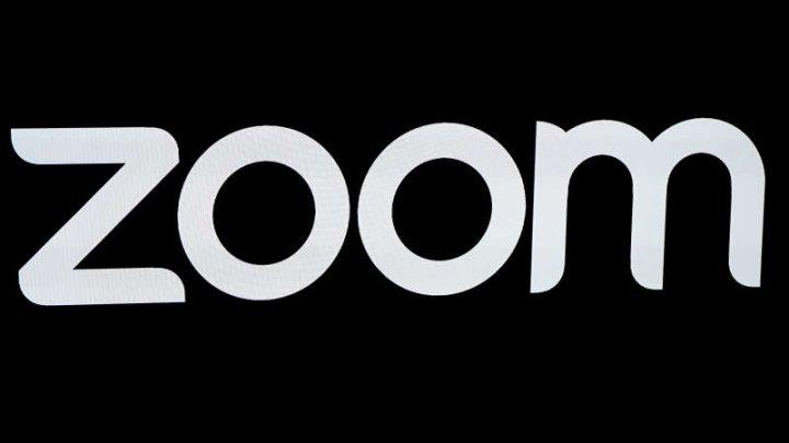 Zoom l-a angajat pe fostul director pentru securitate de la Facebook pentru a îmbunătăţi protecţia datelor şi securitatea