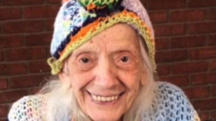 O femeie de 102 ani, care a supraviețuit cancerului, s-a vindecat și de COVID-19
