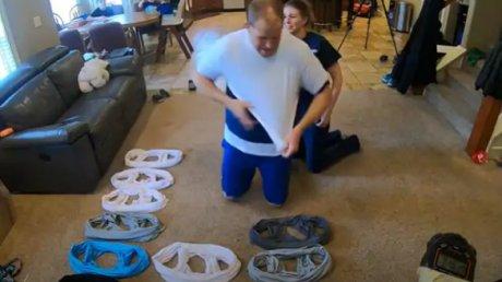 S-a îmbrăcat cu 32 de tricouri și a intrat în Cartea Recordurilor (VIDEO)
