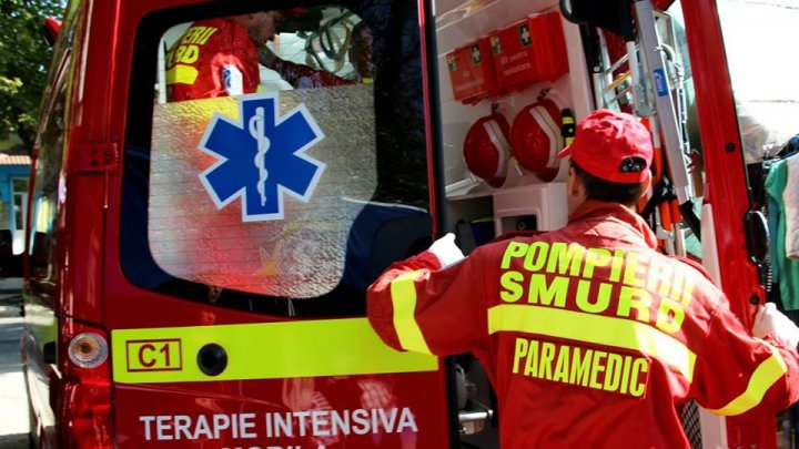 Intervenție terestră SMURD. Doi pacienți care aveau nevoie de hemodializă au fost transportați de la Bălți la Chișinău (FOTO)