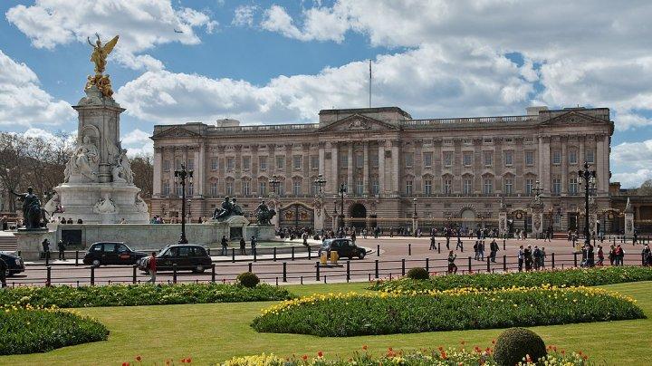 Sute de angajați de la Palatul Buckingham vor fi concediați pentru a se face economii