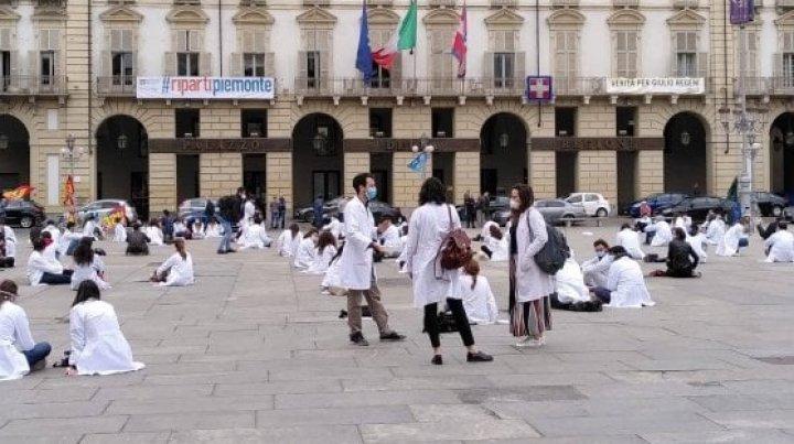 Mii de cadre sanitare au protestat în Italia: Nu dorim aplauze, vrem pur şi simplu ca drepturile noastre să fie recunoscute