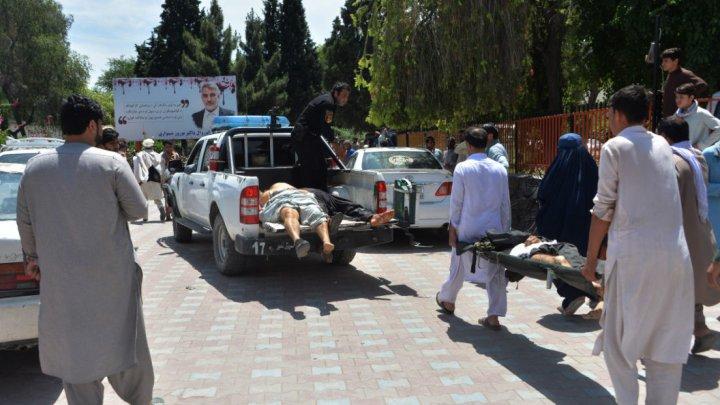 Atac sinucigaş în timpul unei ceremonii funerare în Afganistan. 40 de persoane au murit