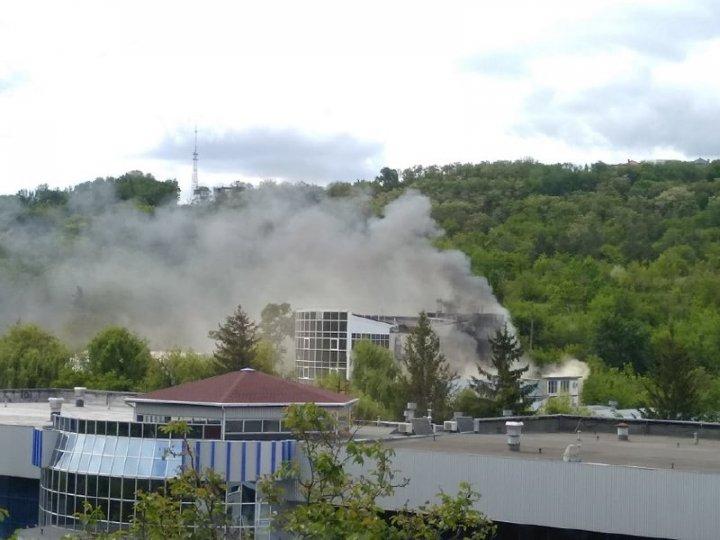 Incendiu de proporții la MOLDEXPO. Flăcările se extind rapid (FOTO/VIDEO)