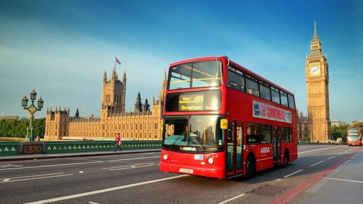 Guvernul britanic s-a răzgândit: Londra nu mai deschide școlile, din cauza noii tulpini de coronavirus