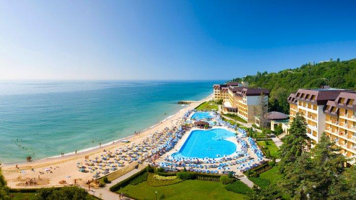 Bulgaria redeschide sezonul turistic din 1 mai. Pentru străini va fi introdus așa-zisul coridor verde
