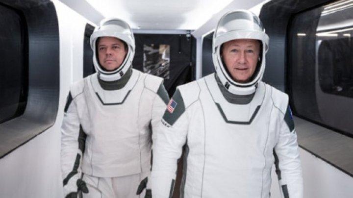 Cine sunt cei doi astronauți care vor zbura spre Stația Spațială Internațională