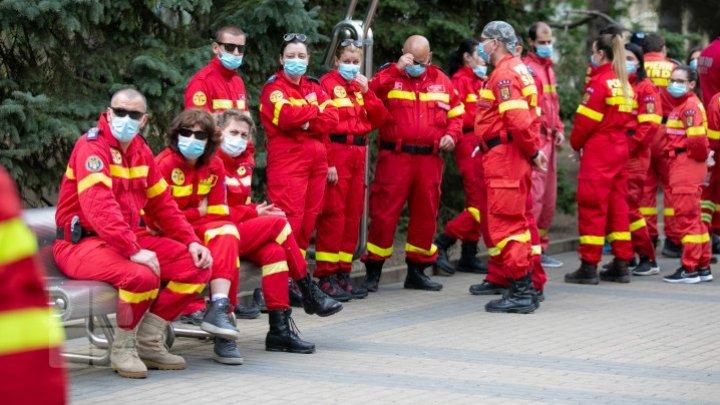 Unul dintre medicii români aflaţi în misiune în Republica Moldova s-a îmbolnăvit de COVID-19