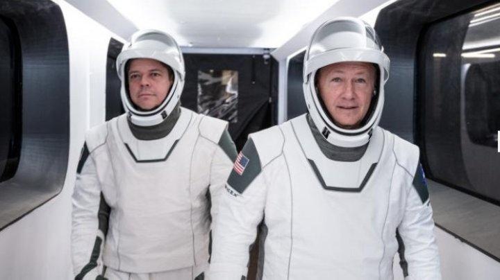 Astronauții NASA vor zbura cu o navă complet nouă. Space X a proiectat și costume moderne (FOTO)