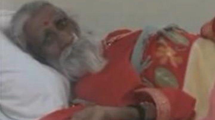 Yoghinul indian care afirma că nu s-a mai hrănit în ultimele opt decenii a murit la 90 de ani