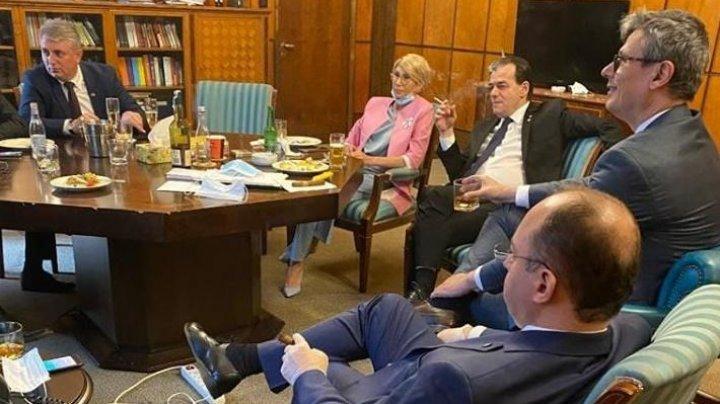 Fotografie cu Ludovic Orban sărbătorind ziua de naștere în birou, cu miniștrii, virală pe Facebook