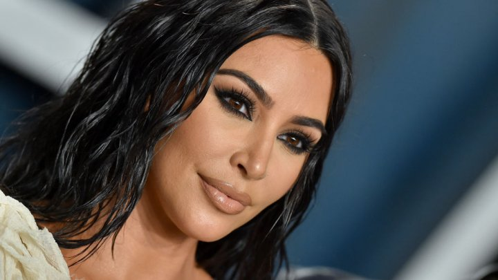 Kim Kardashian a lansat o linie de măști de protecție. A avut sold-out în doar câteva clipe