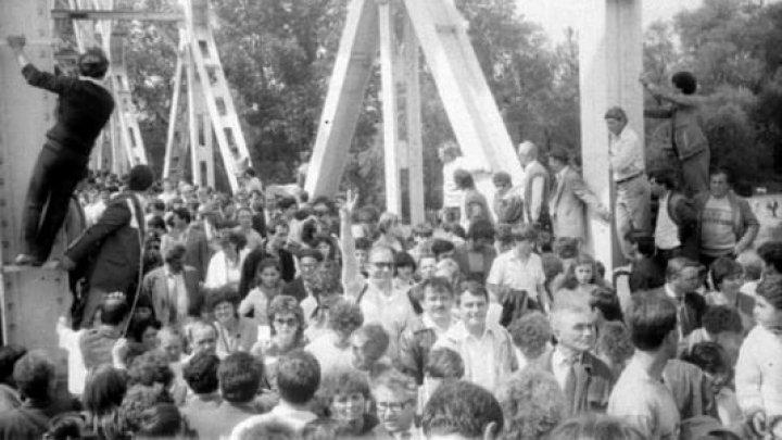 """31 de ani de la primul """"Pod de Flori"""" peste Prut"""