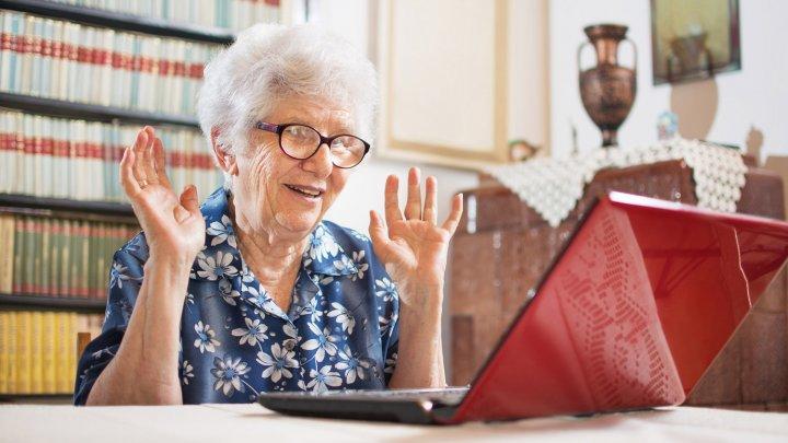 O bunică, obligată să șteargă de pe Facebook pozele cu nepoții sau să plătească zilnic o amendă. Motivul este incredibil