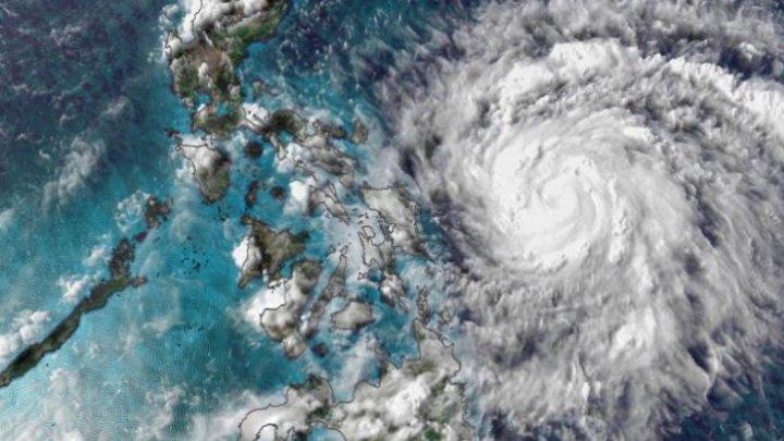 Taifunul Vongfong lovește estul Filipinelor. Rafalele ar putea lovi cu 200 km/h (VIDEO)