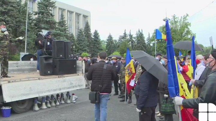 (LIVE) Reprezentanţii unor asociaţii de veterani au ieșit la protest în centrul Capitalei