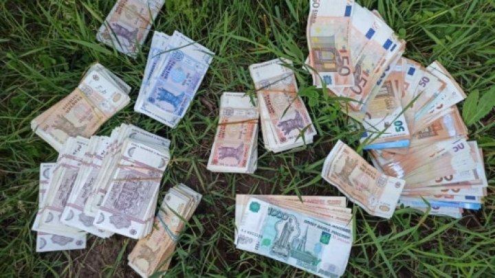 Furt în plină zi. O locuitoare a raionului Călărași, jefuită de o sumă mare de bani şi un pistol (FOTO/VIDEO)