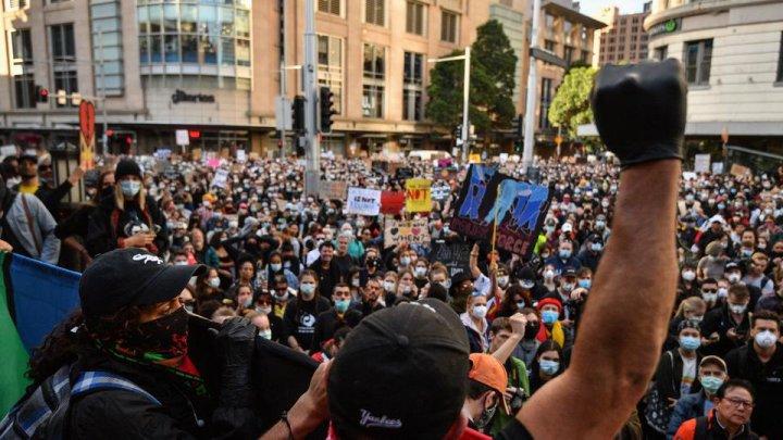 """Mii de persoane au participat în întreaga Australie la protestele """"Black Lives Matter"""""""