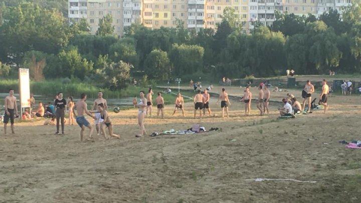 Plajele din Capitală sunt luate cu asalt de moldoveni, în plină pandemie (FOTO)