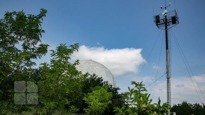 Construcţie neobişnuită la Ungheni. Cândva punct strategic de monitorizare a avioanelor, acum un loc părăsit (FOTOREPORT)