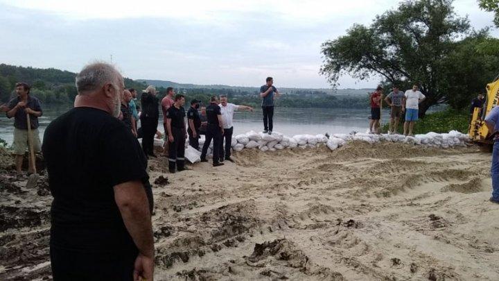 ALERTĂ în raionul Ocniţa. 28 de gospodării aflate în lunca Nistrului, ferite de ape (FOTO)