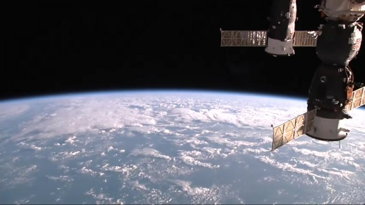 INCREDIBIL! Tranziţia Staţiei Spaţiale Internaţionale prin faţa Soarelui, surprinsă într-o imagine superbă (FOTO)