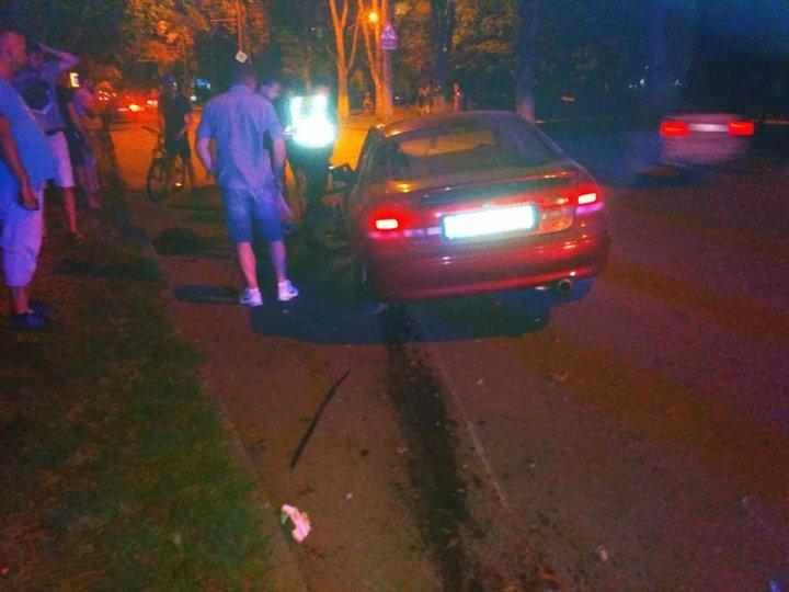 DETALII despre ACCIDENTUL din sectorul Botanica. Şoferul, pe patul de spital, maşina avariată grav (FOTO)