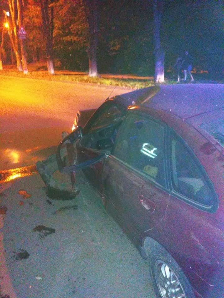 ACCIDENT GRAV în sectorul Botanica. O maşină a fost făcută zob. Ambulanța, la fața locului (IMAGINI de GROAZĂ)