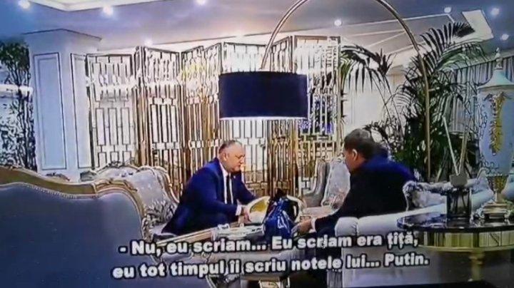 Într-un nou filmuleţ, făcut public de Iurie Reniţă, Igor Dodon se laudă că îi scria notiţe lui Vladimir Putin