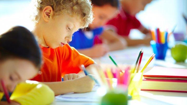 Ţara care îi obligă pe părinți să-și trimită copiii la școală