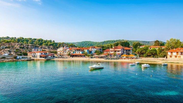 Ce povestesc primii turiști care au ajuns în Grecia, după ce ţara şi-a redeschis graniţele