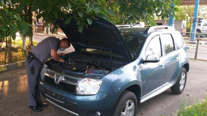 Un moldovean a cumpărat o maşină cu 4000 de euro, dar a rămas fără ea când a ajuns în vamă. Ce s-a întâmplat
