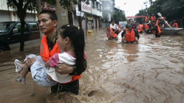 Inundaţii severe în China. Cel puţin 12 oameni au murit