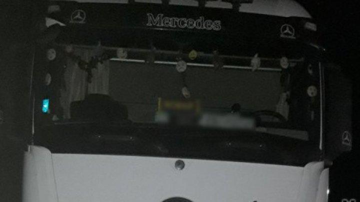 DESCOPERIREA făcută de poliţiştii de frontieră într-un microbuz, condus de un tânăr. Şoferul riscă o AMENDĂ de MII DE LEI