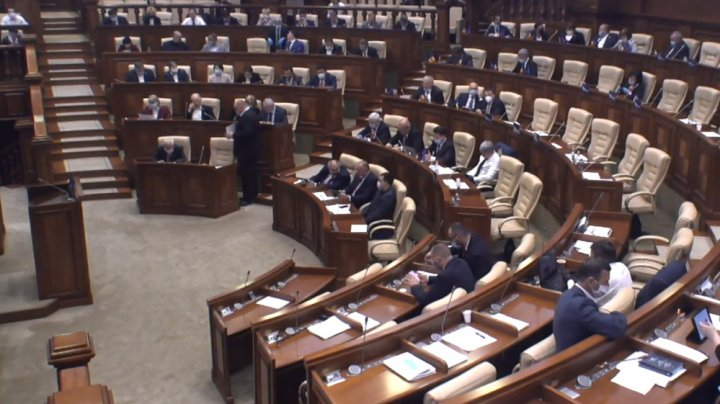 Deputaţii au aprobat, în unanimitate, Declarația cu privire la condamnarea faptelor de traseism și corupere politică