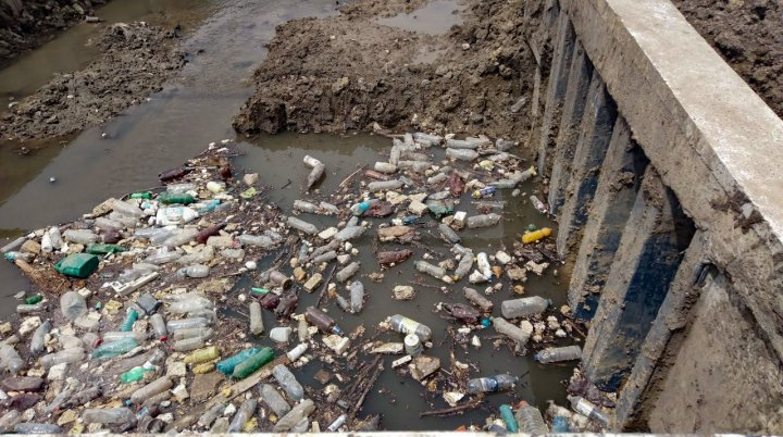 Chișinaul, sufocat de deșeuri (FOTOREPORT)