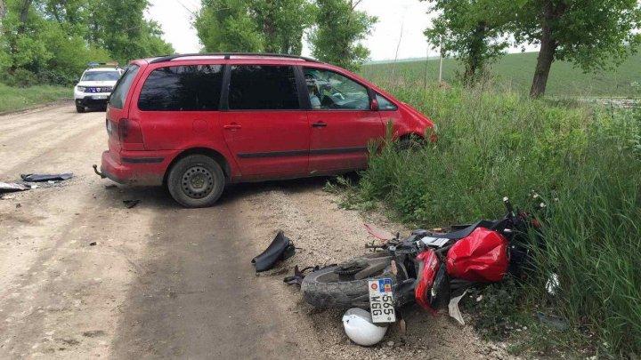 ACCIDENT grav în raionul Rîşcani. Un tânăr s-a izbit cu motocicleta de un automobil