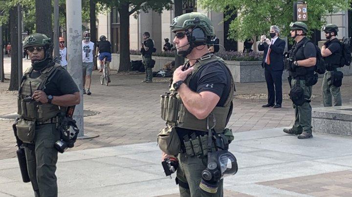 CNN: Numărul soldaţilor scoşi pe străzile din SUA, acelaşi cu al celor aflaţi în Irak, Afganistan şi Siria