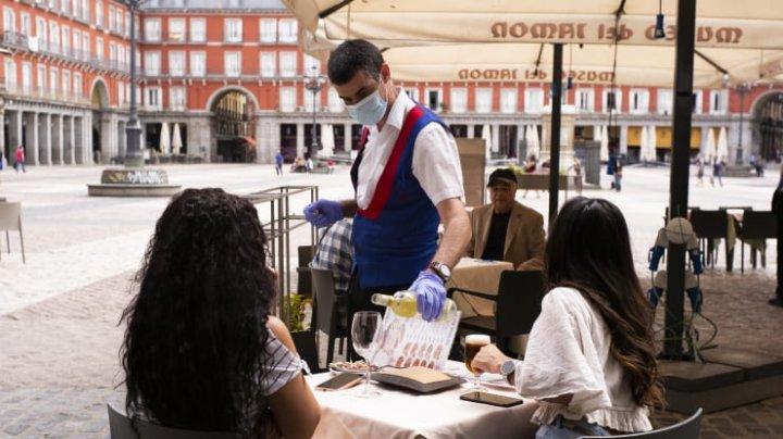 Hotelierii spanioli se oferă să plătească testările COVID ale turiștilor străini, într-un efort de a salva industria turistică