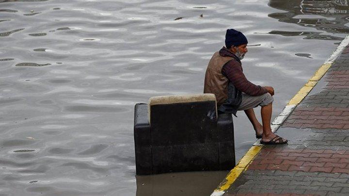 Cel puţin 20 de morţi şi 200.000 de sinistraţi în urma ploilor torenţiale din Japonia